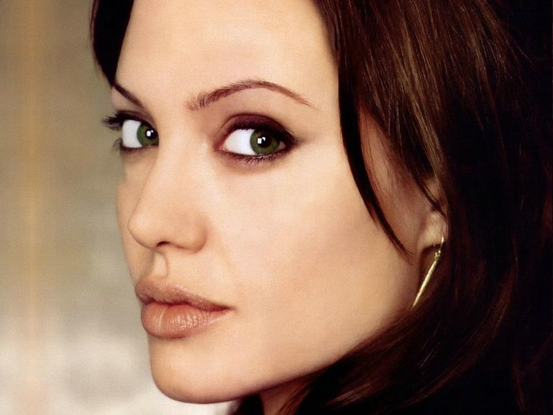 Angelina-Jolie-Diyeti_4ee3a.jpg