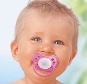 Bebeklerde-Emzik-Kullanmak_64968.jpg