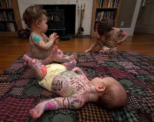 3 Reklam Dövmeli Bebek