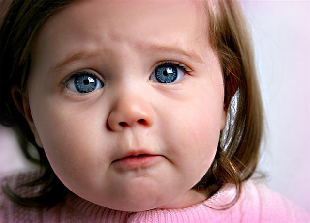 Ağlayan Mavi Gözlü Kız Bebeği