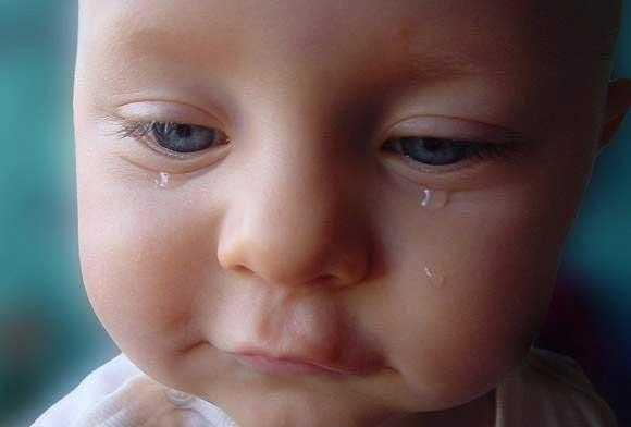 Ağlayan Tatlı Bebek