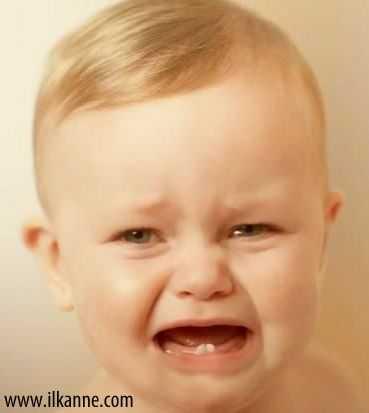 Ağlayan Yakışıklı Bebek