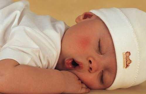 Ağzı Açık Uyuyan Bebek