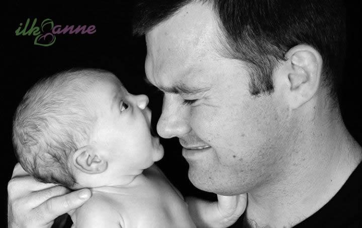 Babasının Burnunu Isırmak İsteyen Bebek
