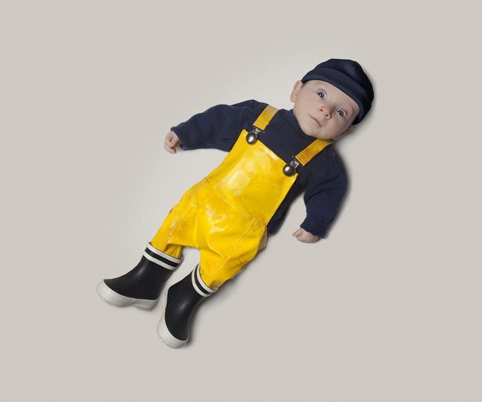 Balıkçı Gibi Giyinmiş Tatlı Bebek