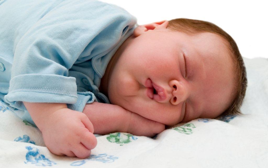 Bu Bebek Çok Tatlı Uyuyor