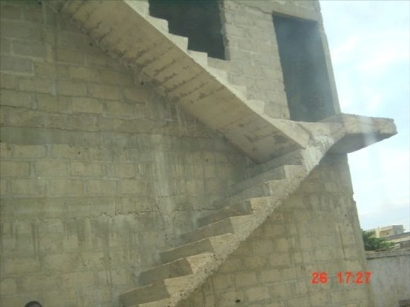Çıkışı Olmayan Merdivenli Yapı