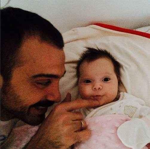 Demet Akalın kızının fotoğrafını paylaştı-7f