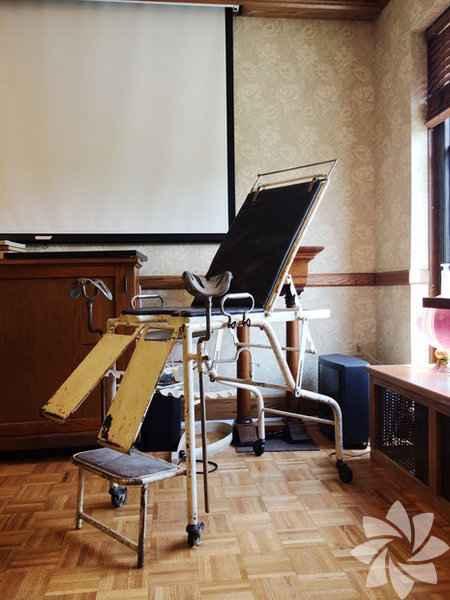 Eski doğum sandalyeleri-5a