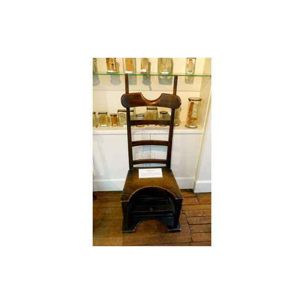 Eski doğum sandalyeleri-80