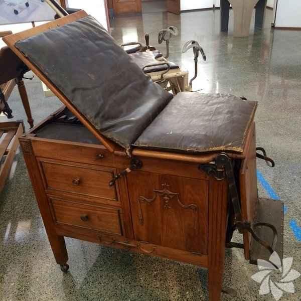 Eski doğum sandalyeleri-ad