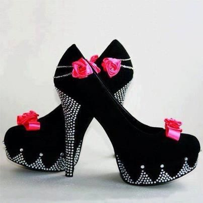 Gösterişli Taşlı Siyah Topuklu Ayakkabı