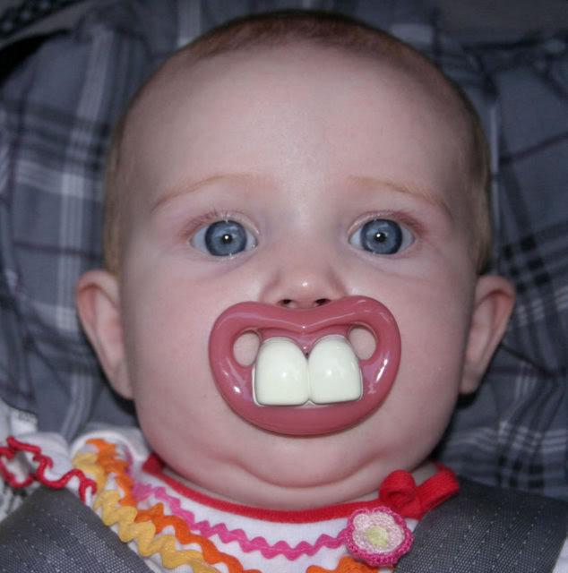 Güldüren bebek emziği