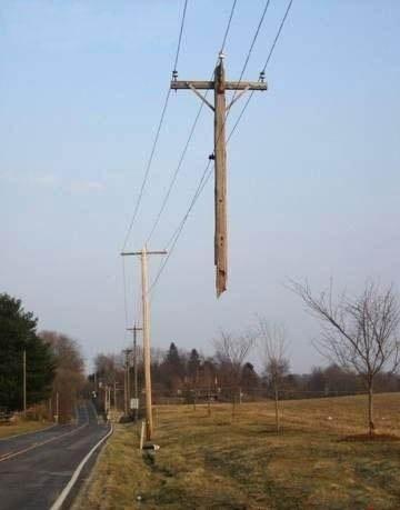 Havada Kalmış Elektrik Direği