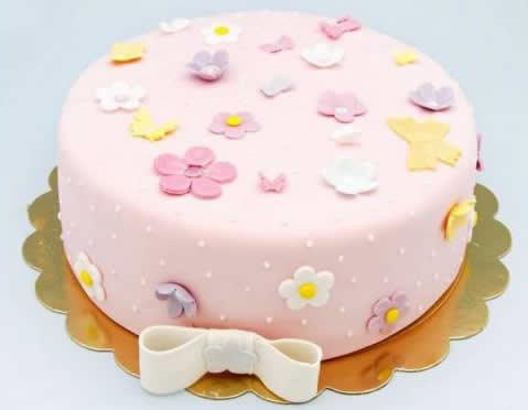 Kız Çocukları İçin Sade Pasta Örneği