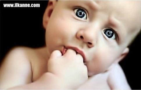 Parmak Emen Mavi Gözlü Bebek