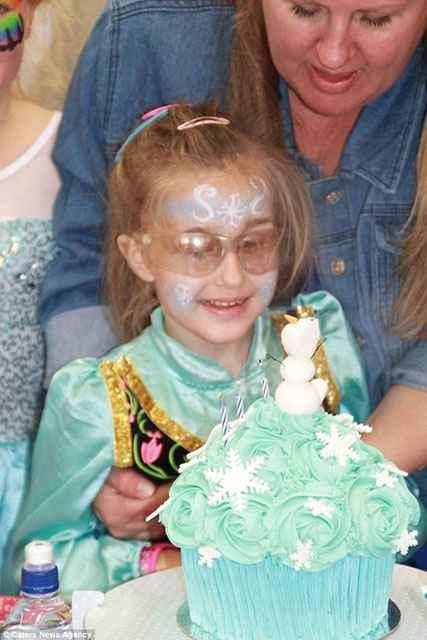Şimdi 8 yaşında olan Isabel