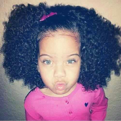 Siyah Kıvırcık Saçlı Mavi Gözlü Bebek