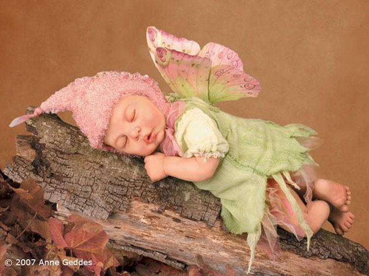 Uyuyan Minik Kelebek Bebek