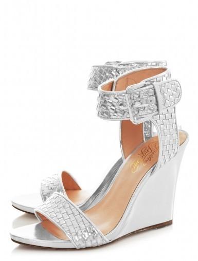 Yazlık Beyaz Dolgu Topuklu Ayakkabı Modeli