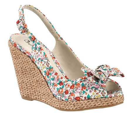Yazlık Çiçek Desenli Dolgu Topuklu 2014 Bayan Ayakkabı Modeli