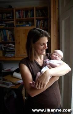 Yeni Doğmuş Bebek ve Mutlu Annesi