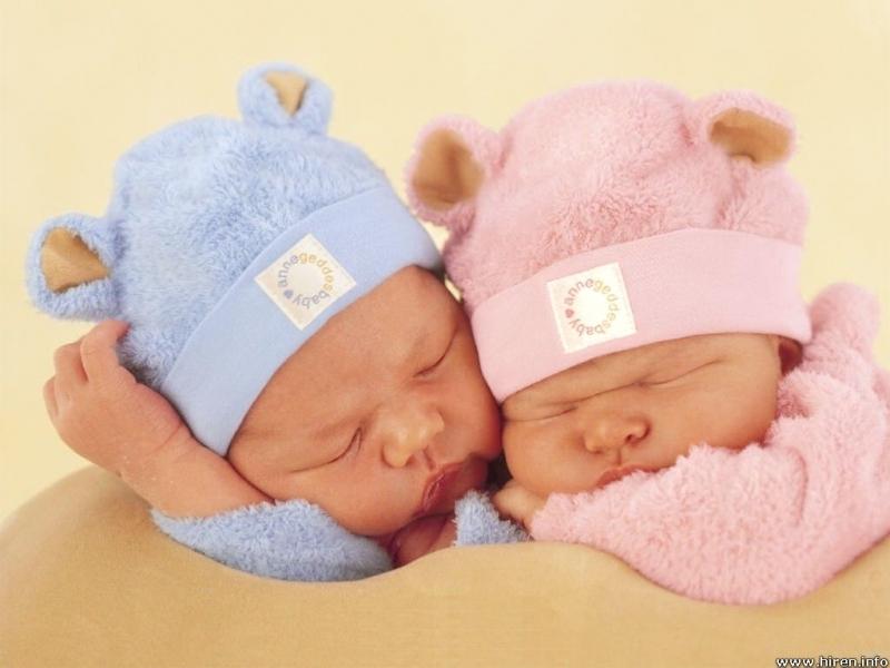 İkiz Bebek Bakarken